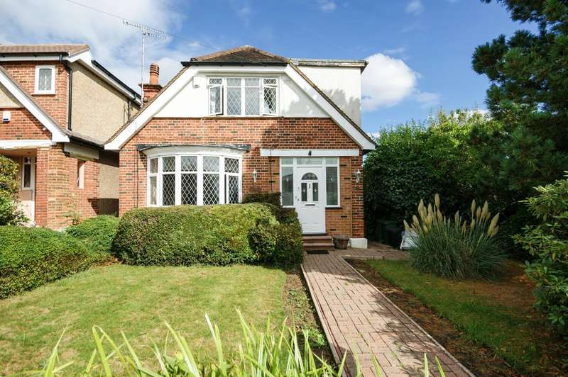 3 Bedrooms Detached House for sale in Harlyn Drive, Pinner