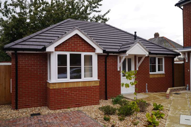 2 Bedrooms Detached Bungalow for sale in Woolston, Southampton