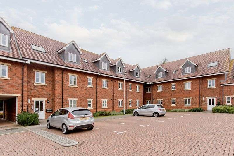2 Bedrooms Flat for sale in Green Farm Road, Newport Pagnell