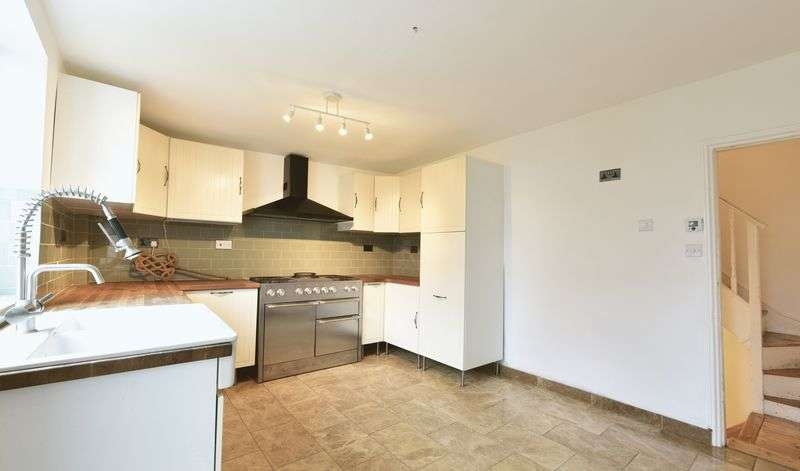 4 Bedrooms House for sale in Lesbourne Road, Reigate