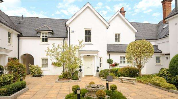2 Bedrooms Maisonette Flat for sale in Heronsbrook, Buckhurst Road, Ascot