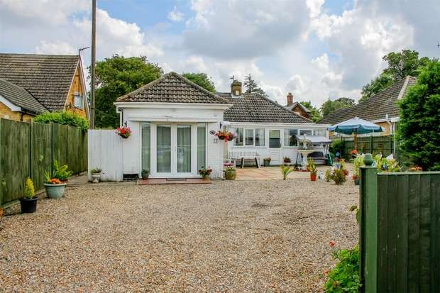 3 Bedrooms Detached Bungalow for sale in 41 Archdale Close, West Winch