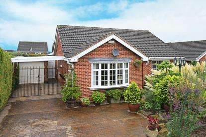3 Bedrooms Bungalow for sale in Halesworth Close, Chesterfield, Derbyshire