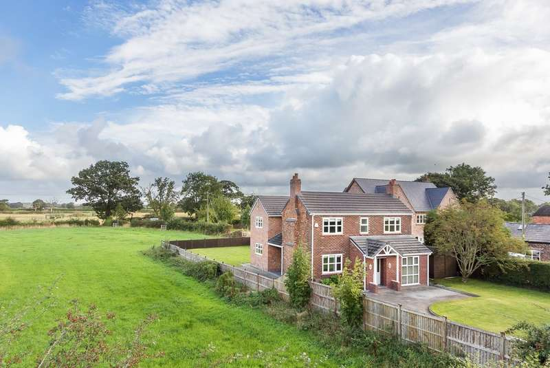 4 Bedrooms Detached House for sale in Holmes Chapel Road, Lach Dennis
