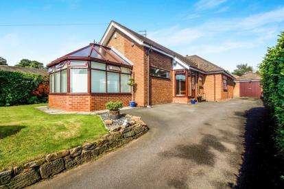 3 Bedrooms Bungalow for sale in Mill Lane, Rainhill, Prescot, Merseyside, L35