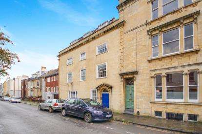 2 Bedrooms Flat for sale in Kingsdown Parade, Cotham, Bristol
