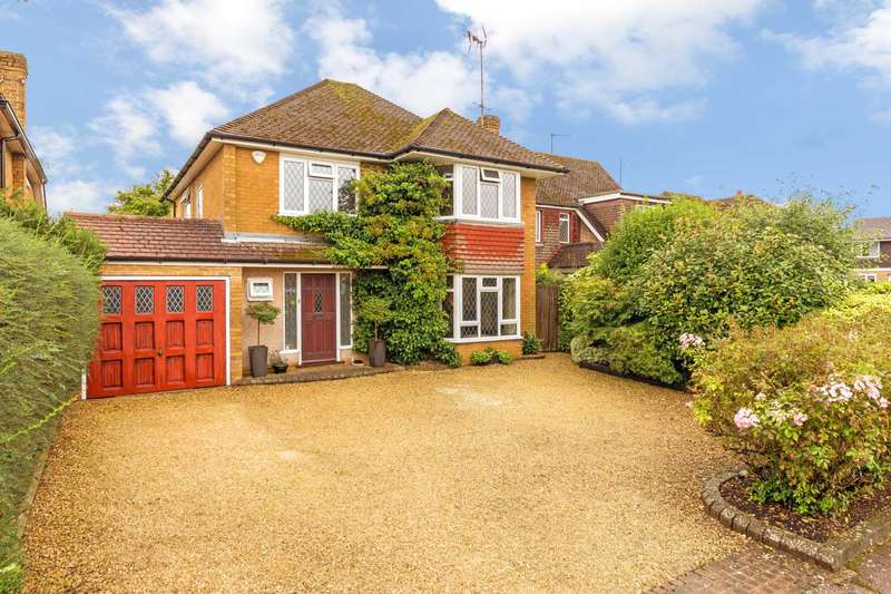 4 Bedrooms Detached House for sale in Harcourt Road, Tring