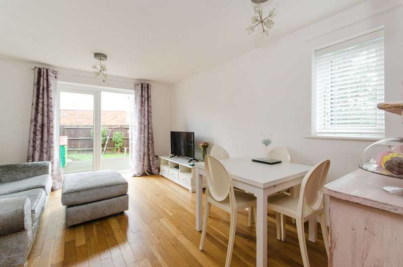 2 Bedrooms House for sale in Peal Gardens, Ealing, W13