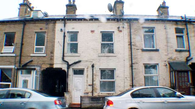 2 Bedrooms Terraced House for sale in 2 bedroom house for sale in West Bowling BD5 - Parsonage Road