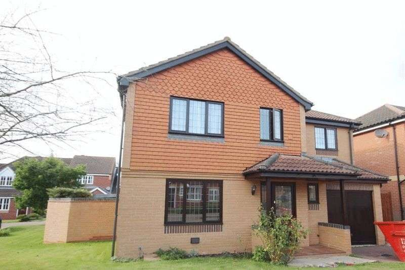 4 Bedrooms Detached House for sale in Ray Bond Way, Norwich