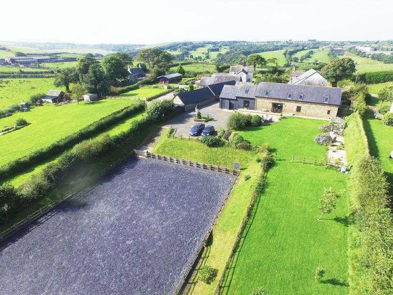 5 Bedrooms Detached House for sale in Southcott, Okehampton