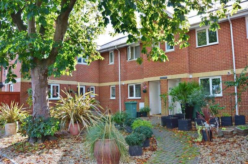 3 Bedrooms Terraced House for sale in Parklands Avenue, Cowes