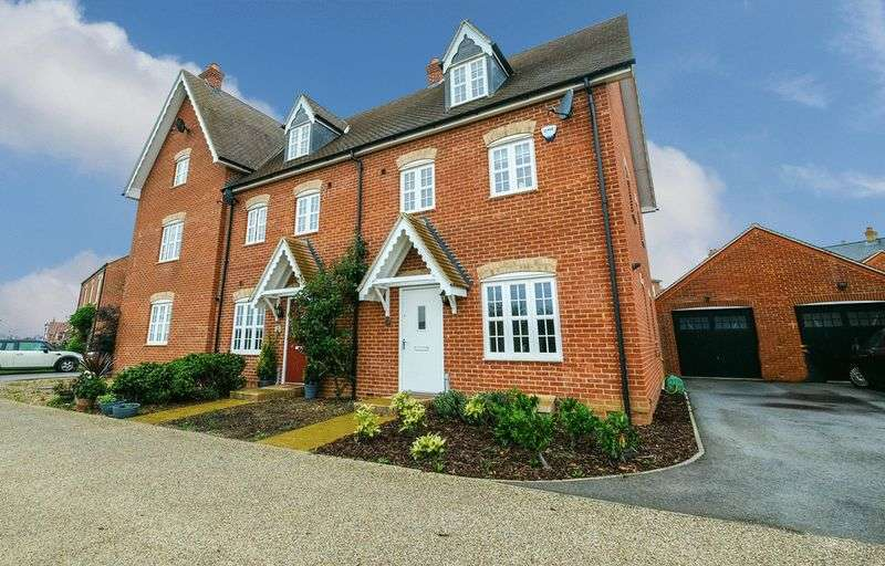 4 Bedrooms Terraced House for sale in Stedeham Road, Great Denham.