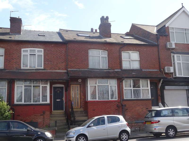 4 Bedrooms Terraced House for sale in Harehills Road - Harehills