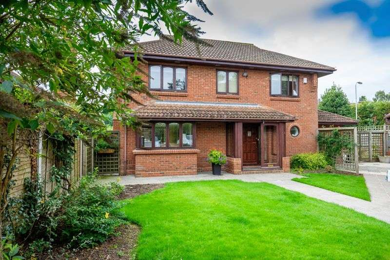 4 Bedrooms Detached House for sale in Midhurst Grove, Tettenhall, Wolverhampton