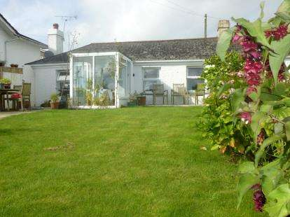3 Bedrooms Bungalow for sale in Gunnislake, Cornwall