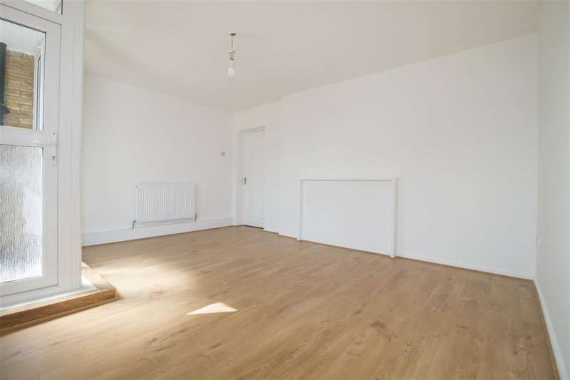 3 Bedrooms Apartment Flat for sale in Hayward Gardens, Putney Heath, Putney