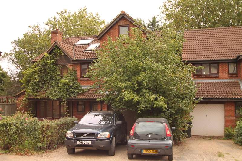 6 Bedrooms Property for sale in Crothall Close, Palmers Green, London N13