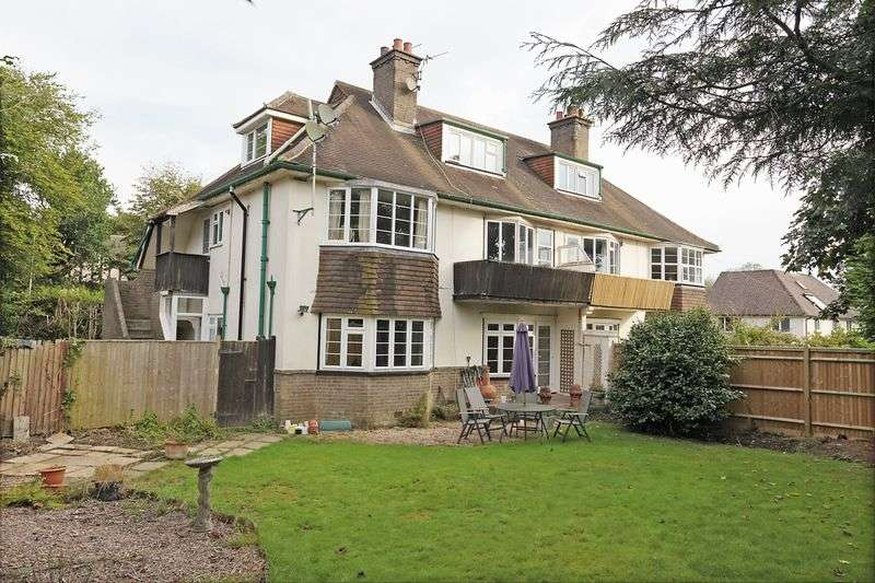 2 Bedrooms Flat for sale in Church Road, Crowborough, East Sussex