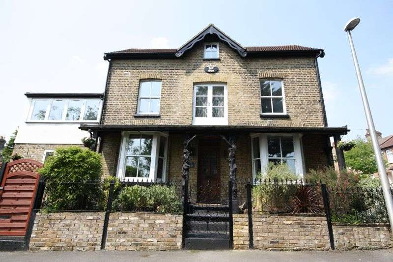 4 Bedrooms House for sale in Landscape Road, Woodford Green