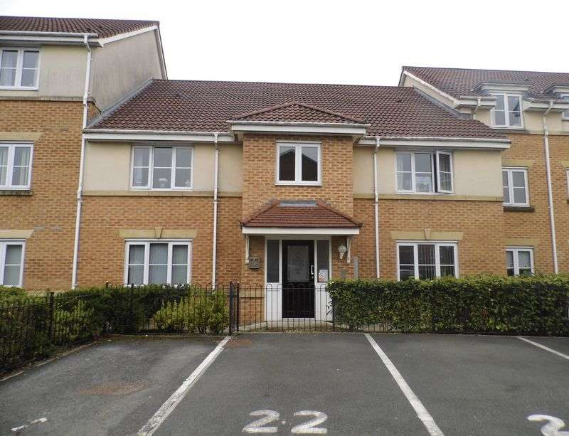 2 Bedrooms Flat for sale in Hatherlow Court, Westhoughton, Bolton