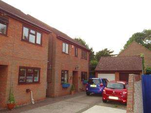 3 Bedrooms Detached House for sale in The Paddock, Canterbury, Kent