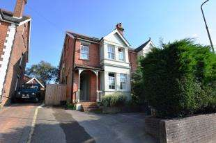 4 Bedrooms Semi Detached House for sale in Hailsham Road, Heathfield, East Sussex
