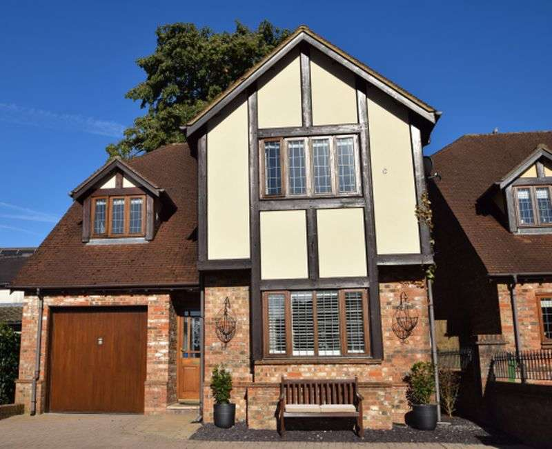 4 Bedrooms Detached House for sale in Woodland View, Croesyceiliog, Cwmbran
