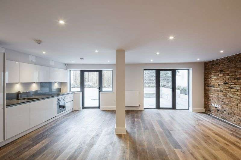 4 Bedrooms Flat for sale in Woodland Grove, Greenwich, SE10