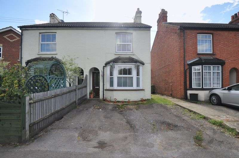 3 Bedrooms Semi Detached House for sale in Fleet Road, Farnborough