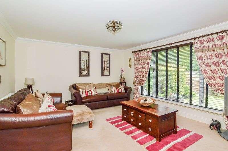 3 Bedrooms Detached House for sale in 10 Terregles, Penicuik, Midlothian, EH26 0AZ