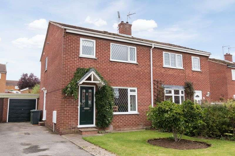 3 Bedrooms Semi Detached House for sale in Oak Tree Road, Bedale