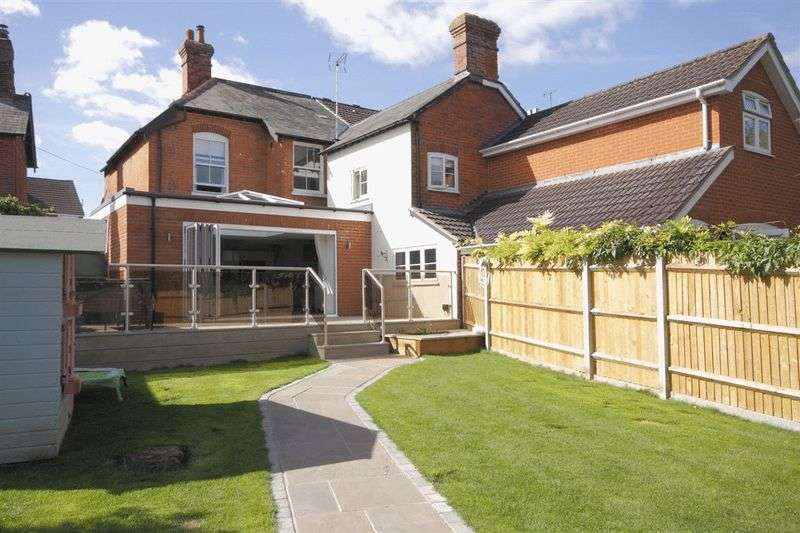 4 Bedrooms Semi Detached House for sale in Junction Road, Andover