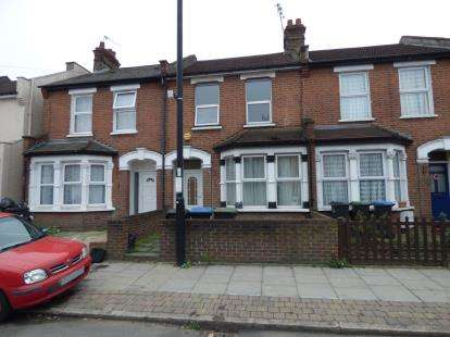 2 Bedrooms Terraced House for sale in Lincoln Road, Enfield, Edmonton, London