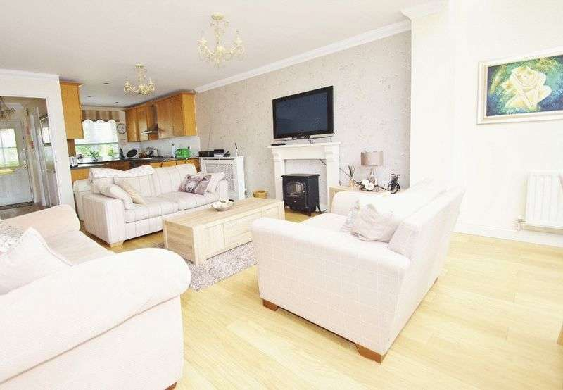 3 Bedrooms Terraced House for sale in Kingfisher Drive, Greenhithe