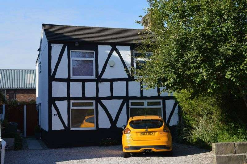 3 Bedrooms Semi Detached House for sale in Lowton Road, Golborne, WA3 3HT