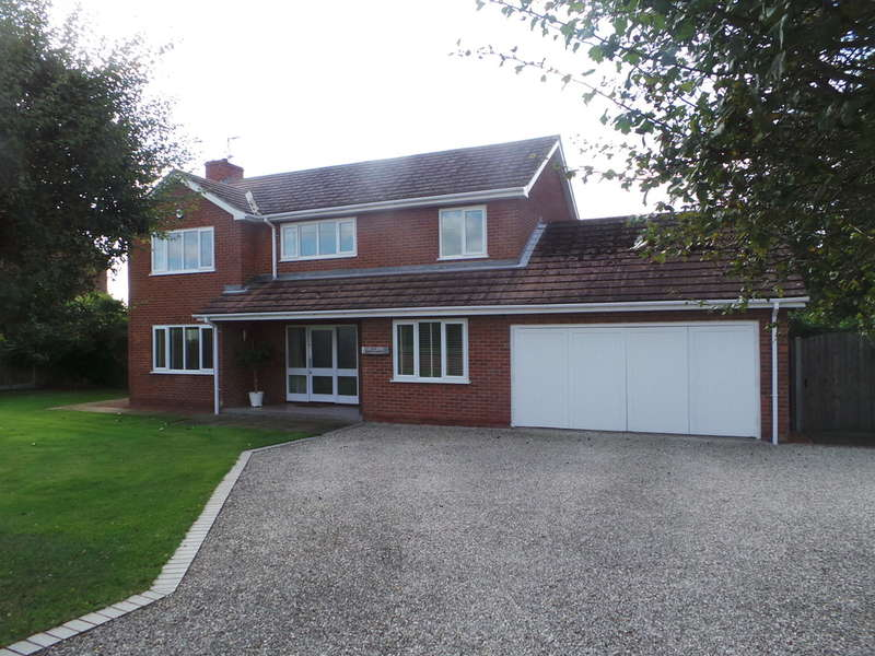 4 Bedrooms Detached House for sale in North Moor Road, Walkeringham