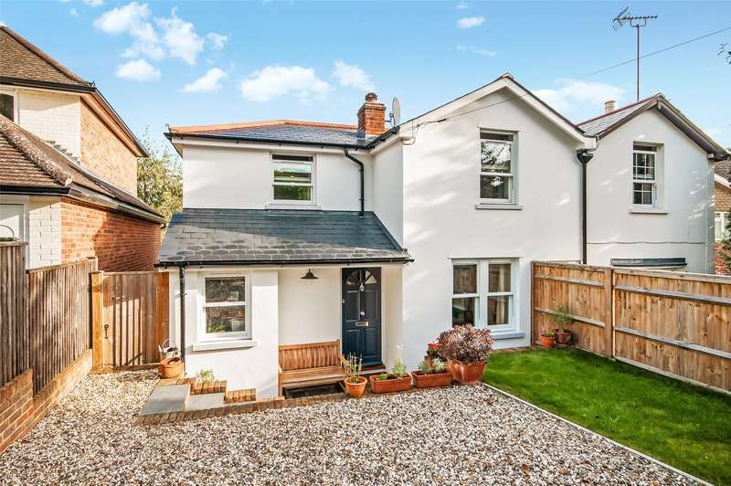 3 Bedrooms Semi Detached House for sale in Rose Cottages, Harrow Road West, RH4