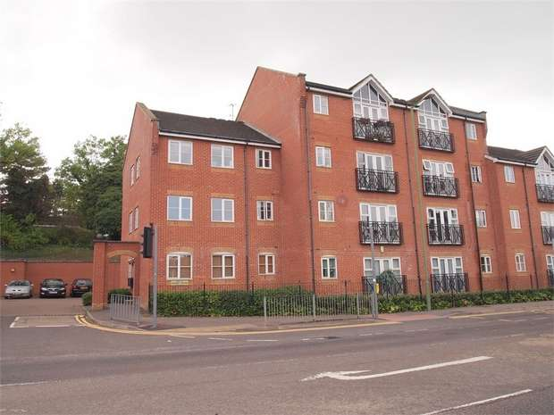2 Bedrooms Flat for sale in London Road, Apsley Station, Hemel Hempstead, Hertfordshire