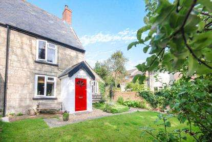 2 Bedrooms Semi Detached House for sale in Wroxall, Ventnor, Isle Of Wight