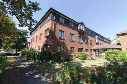 1 Bedroom Retirement Property for sale in 65 Imperial Avenue, Westcliff-on-Sea, Essex