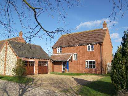 4 Bedrooms Detached House for sale in Tunstead, Norwich, Norfolk