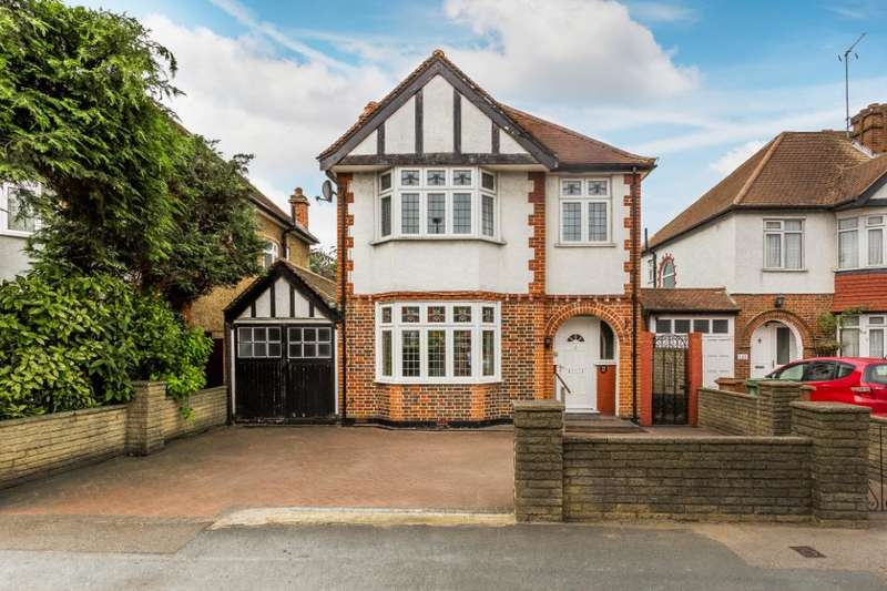 3 Bedrooms Detached House for sale in Cheam Common Road, Worcester Park, KT4