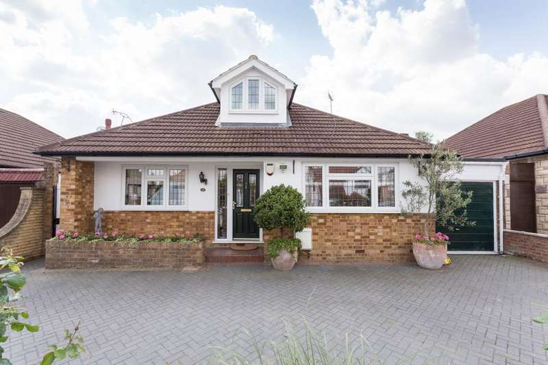 4 Bedrooms Detached Bungalow for sale in Rosewood Drive, Enfield, EN2