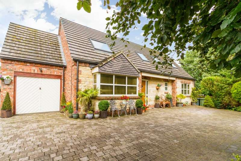 4 Bedrooms Detached House for sale in Paddock Close, Ancaster, Grantham, Lincolnshire, NG32
