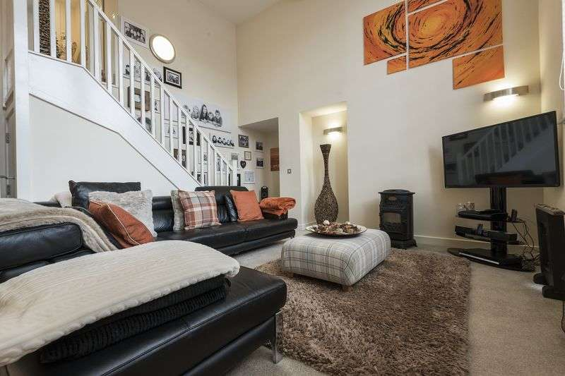 2 Bedrooms Flat for sale in Clarence Place, Newport
