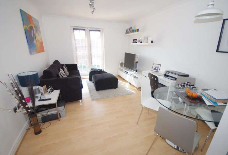 2 Bedrooms Flat for sale in SHILLINGFORD CLOSE, MILL HILL EAST, NW7
