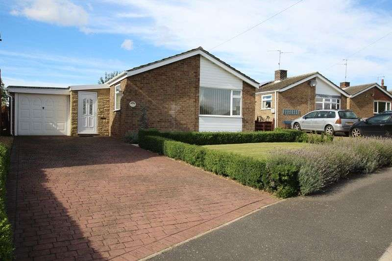 2 Bedrooms Detached Bungalow for sale in Penryn, 19 Brookside,Ancaster