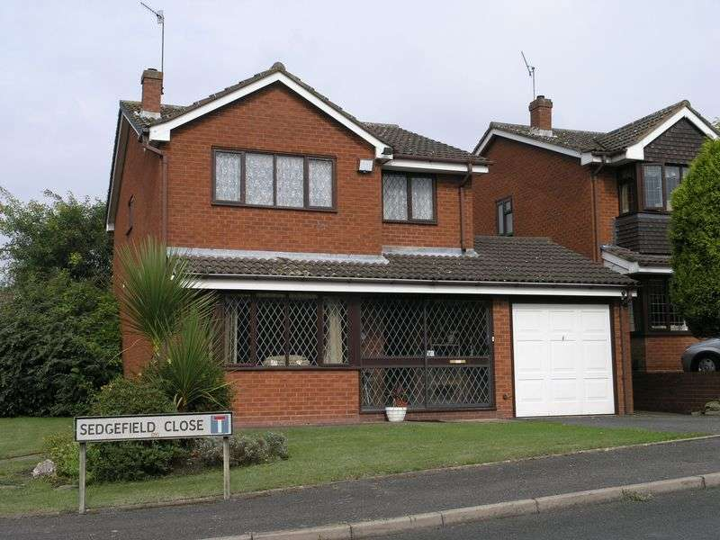 4 Bedrooms Detached House for sale in Sedgefield Close, Milking Bank, Dudley