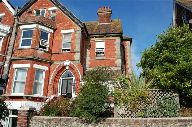 2 Bedrooms Flat for sale in Enys Road, EASTBOURNE, BN21 2DX